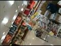 【パンチラ盗撮熟女動画】スーパーで買い物してる40代素人奥様達を逆さ撮り⇒スカートの中のムレムレ下着を狙う!